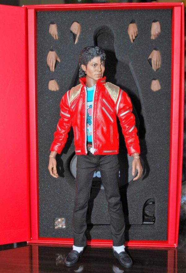 BEAT IT   POUPEE    HOT TOYS   LIMITE / MICHAEL JACKSON-CD-DISQUES-RECORDS-VINYLES-BOUTIQUE-